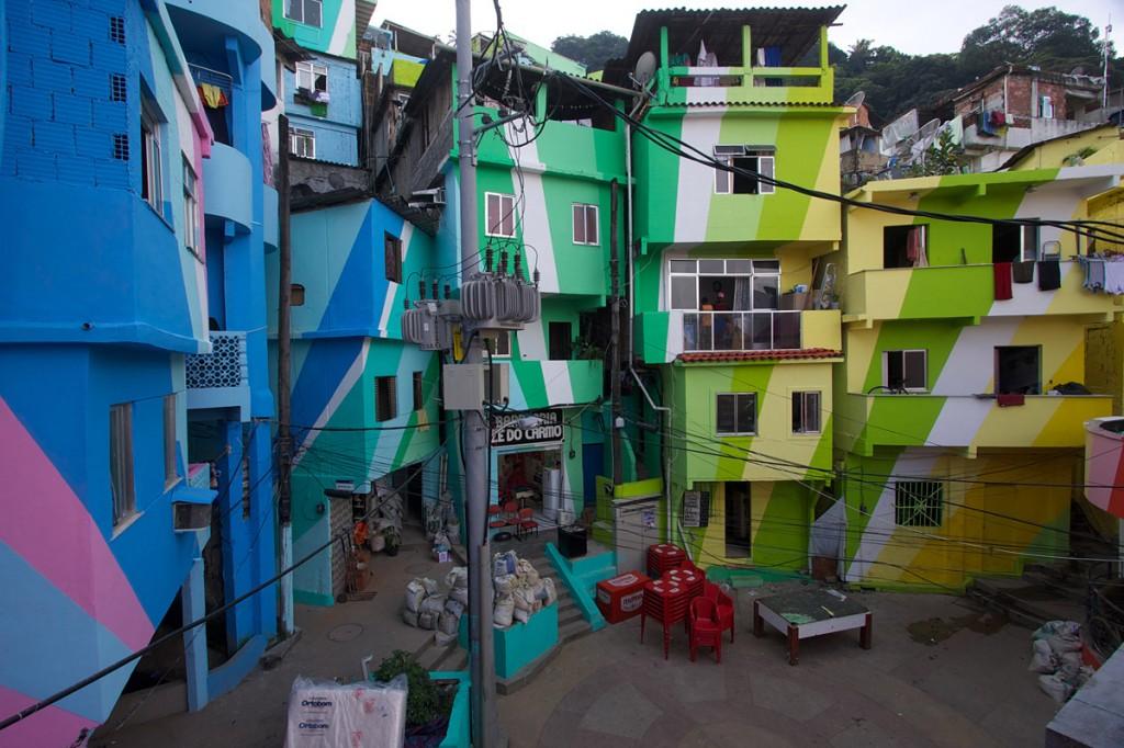 2012 12 25 Haas Hahn favela painting 02 1024x682 Haas & Hahn   Favela Painting